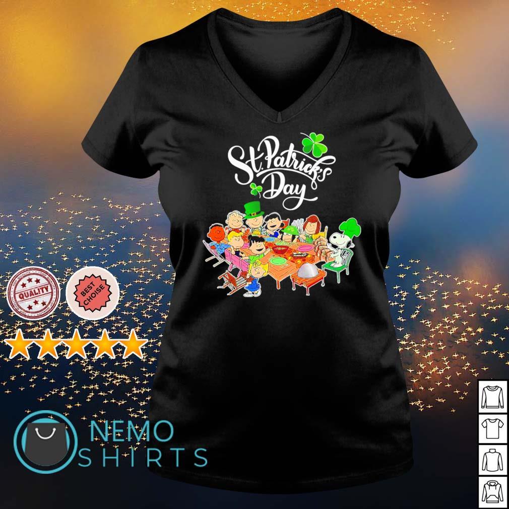 Peanuts characters happy St Patrick's Day s v-neck-t-shirt
