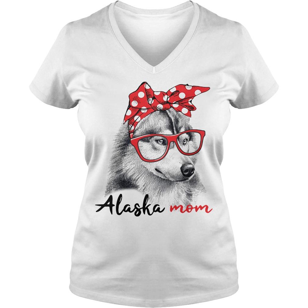 Dog mom - Alaska mom V-neck t-shirt