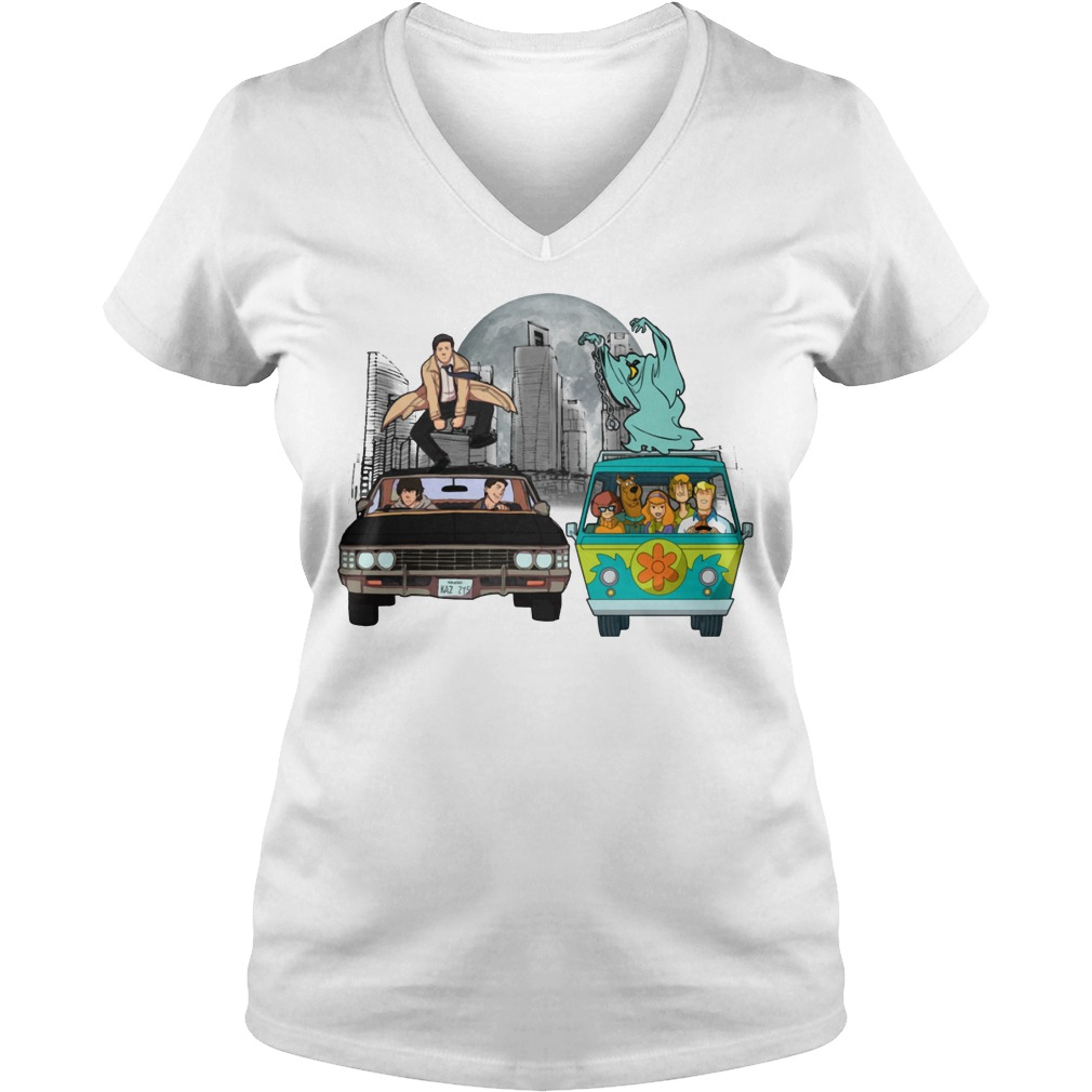 Supernatural and Scooby Doo: Scooby gangs natural V-neck t-shirt