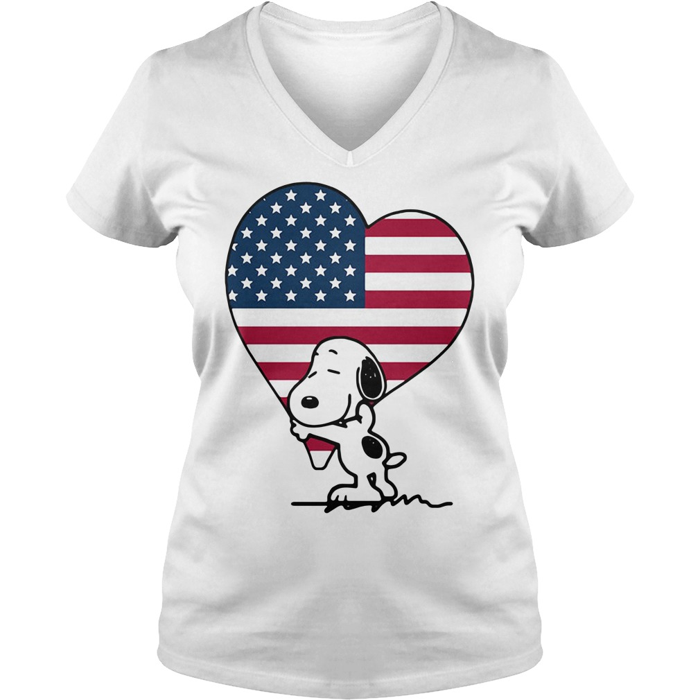 Snoopy hug American Flag Heart Independence Day V-neck t-shirt