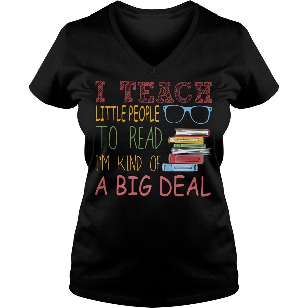 I teach little people to read I'm kind of a big deal V-neck t-shirt