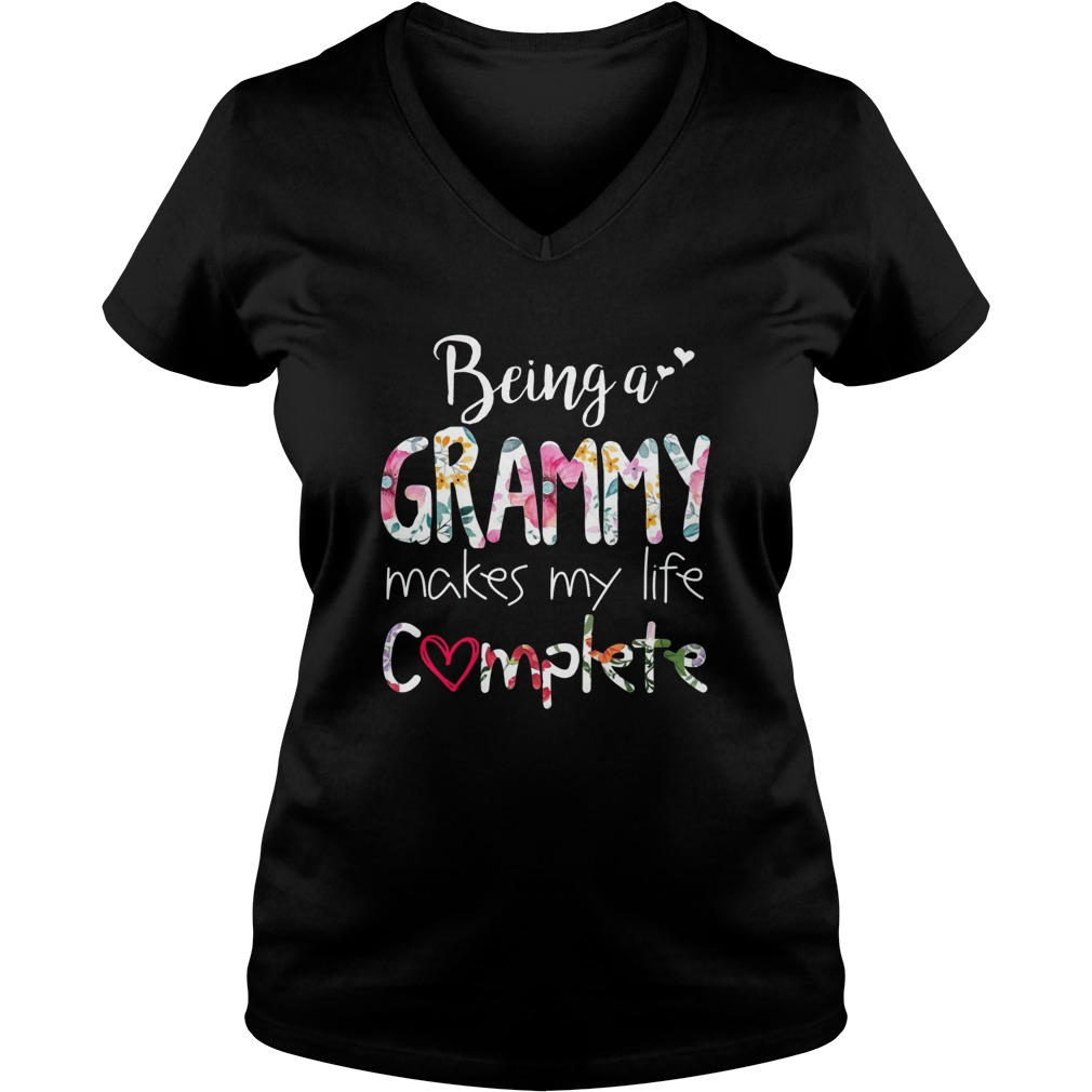 Being a grammy makes my life complete V-neck T-shirt
