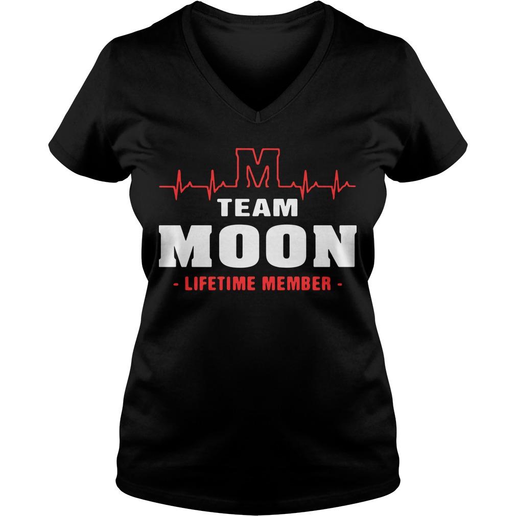 M team moon lifetime member V-neck T-shirt