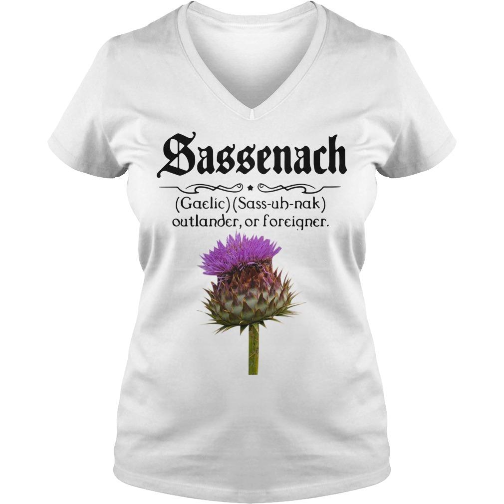 Sassenach defention meaning outlander or forciqner V-neck t-shirt