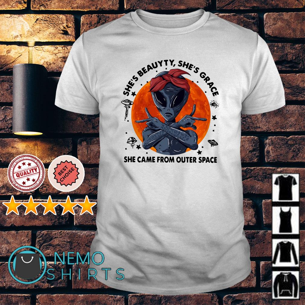 Alien she's beauyty she's grace she came from outer space shirt